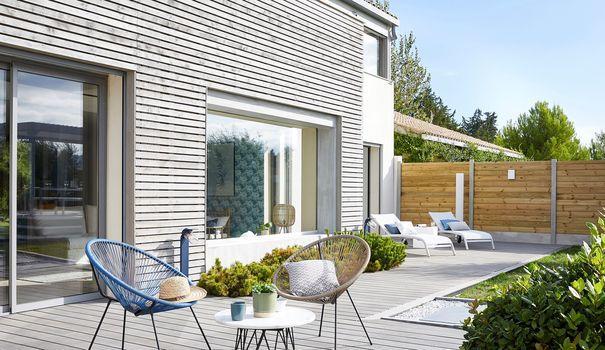 Terrasse composite : de nombreux avantages pour un sol déco !